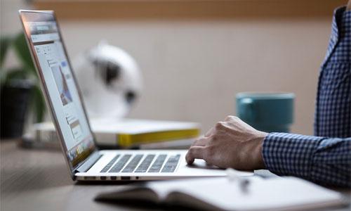 wichtige-gesetzliche-bestimmungen-laptop-benutzen